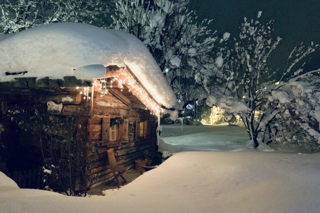 Unsere Almhütte im Hotelgarten Winter