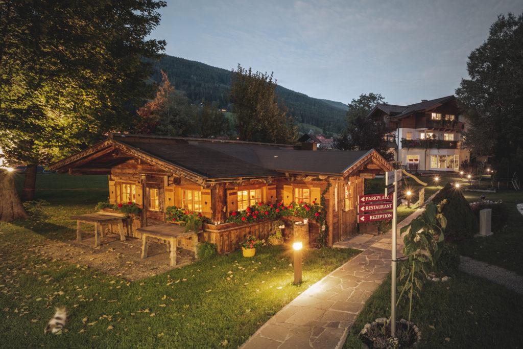 Almhütte in Österreich im Sommer